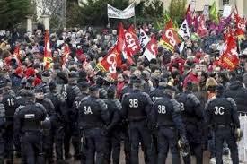 CGT Goodyear Amiens: Rebsamen et le ministère du travail autorisent le licenciement des élus