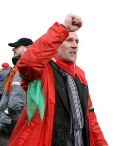Honneur, deuil et colère après le suicide d'un syndicaliste belge licencié chez Mittal