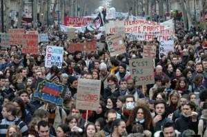 Mobilisation contre le CPE bis et la fin du CDI préparée par Valls MEDEF #luttesdesclasses