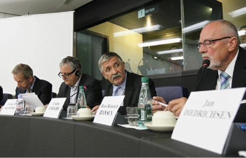 Jens Nymand Christensen (Commission européenn), François Alfonsi, Csaba Tabajdi, Hans Heinrich Hansen (président de la FUEV)