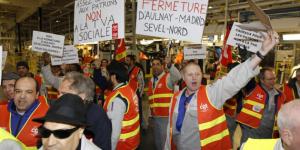 Soutien aux travailleurs de PSA Poissy  – PRCF [communiqué]
