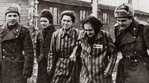 Le 27 janvier 1945 les soldats soviétiques libéraient Auschwitz .