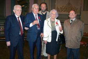 Léon Landini, Georges Hage, Georges Gastaud, Jeanne Dubois-Colette (FTP du Nord, décorée à titre militaire), Henri Alleg, lors de la cérémonie de remise de la Légion d'honneur à Geo Hage à Douai.