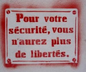 Manifestation contre l'état d'urgence : Refusons la déchéance de nationalité et la constitutionnalisation de l'état d'urgence ! #nousnecederonspas