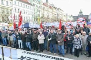 Les communistes tchéques manifestent contre le passage des convois de l'OTAN vers l'Est