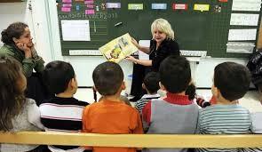 Michèle Picard dans une école