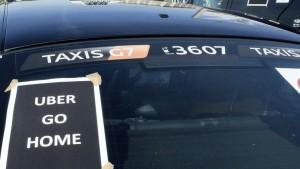 Grève des taxis : Le Figaro Crédits photo : Bertrand Combaldieu