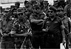 Major General suharto à gauche avec Gen Sabur commandant de la garde présidentiel octobre 1965