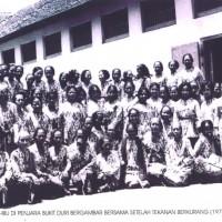 Militantes des Gerwani prisonnières dans un camp de concentration de la dictature Soeharto