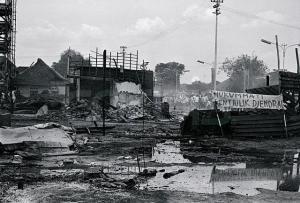 1965, les locaux du PKI, les maisons de ses militants et sympathisant sont incendiés