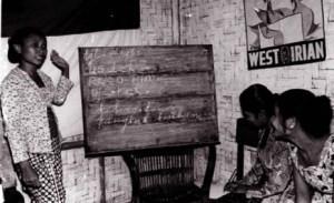 Cours organisés par les Gerwani début des années 1960 Indonésie