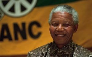 Décembre 96 : N. Mandela, chef de file de l'ANC promulgue la 1ère Constitution démocratique de l'Afrique du Sud