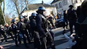 Metz : CRS déployés contre les lycéens - 17 mars 2016
