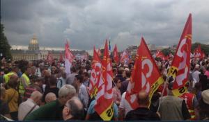 Des milliers à Paris pour stopper la casse du code du travail par les euro-ordonnances Macron #loitravail #loitravailxxl