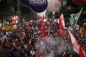 Les Brésiliennes protestent contre des coupes dans les politiques en faveur des femmes