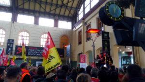 Très peu de trains circulent : la grève à la SNCF est toujours massivement suivie #jesoutienslagrèvedescheminots