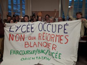 Pour défendre le BAC et l'accès à l'Université, le lycée Voltaire occupé à Paris par des professeurs, élèves et parents d'élèves