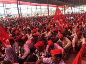 100 000 paysans défilent dans la capitale indienne pour de meilleurs salaires !