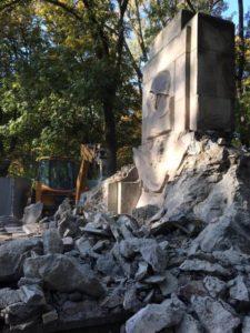 En Pologne, les monuments aux soldats morts pour libérer l'Europe du nazisme détruits !