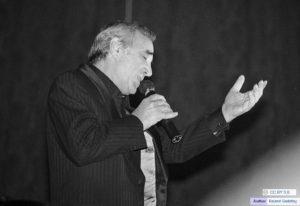 À propos de Charles Aznavour et de certains hommages qui lui sont rendus.