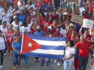 La leçon démocratique de Cuba : 8 millions de citoyens réécrivent leur constitution qu'ils adopteront par referendum.