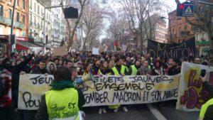 Plus de 130 000 manifestants : la mobilisation encore en hausse pour #acte10 des #giletsjaunes #lenombrejaune