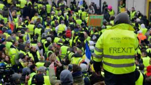 Quand les gilets jaunes dénoncent les élections européennes et appellent à l'abstention.