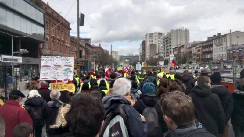 101d0c9e415  ActeXVI   100 000 manifestants