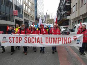Les travailleurs des transports manifestent contre les directives européennes à Bruxelles
