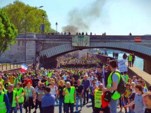 Plus de 100 000 manifestants pour #Acte23, la répression vise aussi les journalistes !