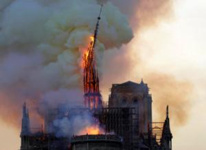 NOTRE-DAME DE PARIS EN FLAMMES !