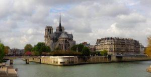 Notre Dame de Paris : les milliardaires font des dons avec votre argent !