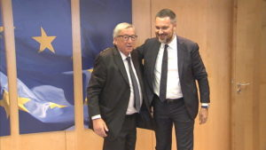 La confédération européenne des syndicats félicite Juncker pour avoir sauvé l'Europe sociale. Ce n'est malheureusement pas une infox !