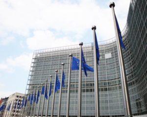 La Commission Européenne donne ses ordres au régime Macron !
