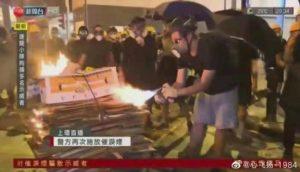 HongKong ou les émeutiers soudainement sympa des médias français.
