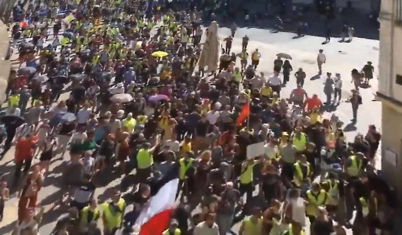 Rentrée sociale : des milliers de #GiletsJaunes pour l'#Acte43, des appels à la grève pour les jours à venir !