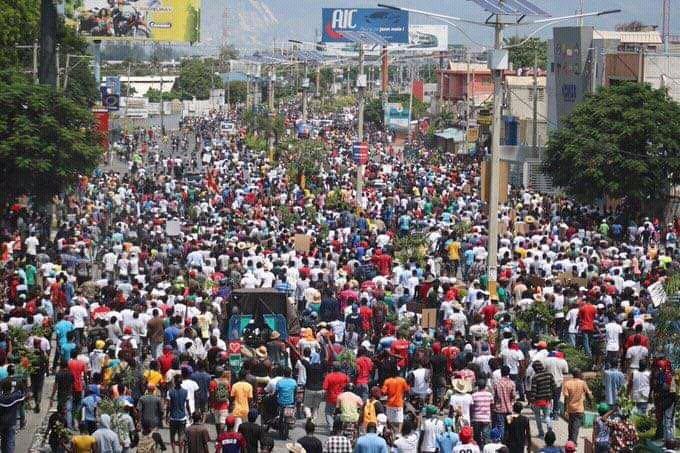 Les Haïtiens descendent dans les rues pour dénoncer l'ingérence étrangère