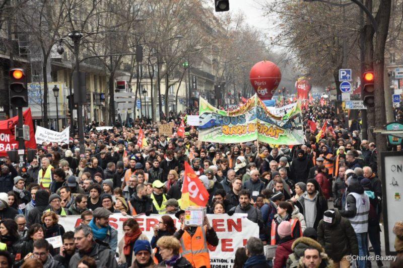 Forte mobilisation dans la rue pour le retrait de la #réformedesretraites #Grève28décembre #Acte59