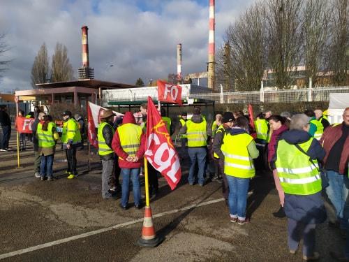 La raffinerie de Total Grandpuits en grève bloquée, entretien avec A. Cornet délégué CGT …
