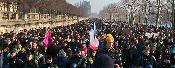 Près de 1 million et demi de manifestants et la majorité des Français exigent le retrait de la réforme des retraites par points #grève24janvier #photos