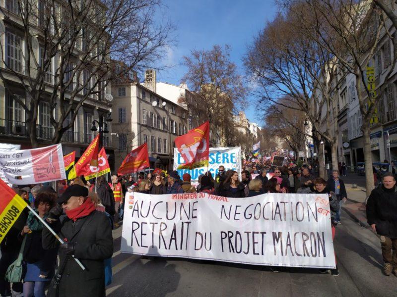 Grèves et manifestations continuent pour le #retraitdelareforme des #retraitesparpoints #photos