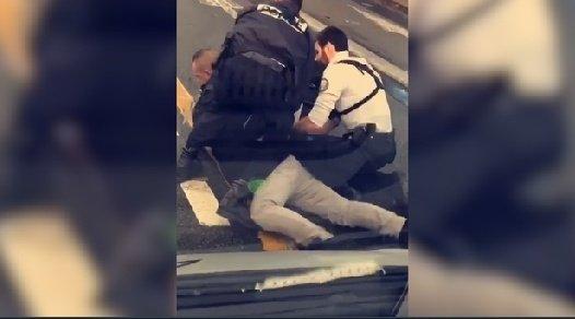 Cédric, livreur tué dans un contrôle de police, étranglé : les violences policières frappent désormais partout et tous . #CedricChouviat #violencespolicières