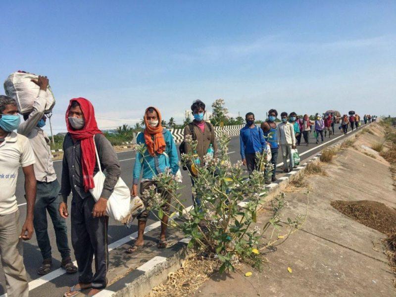 La longue marche des confinés ! Le sort des ouvriers, travailleurs des services et des paysans indiens à l'heure de la crise sanitaire !