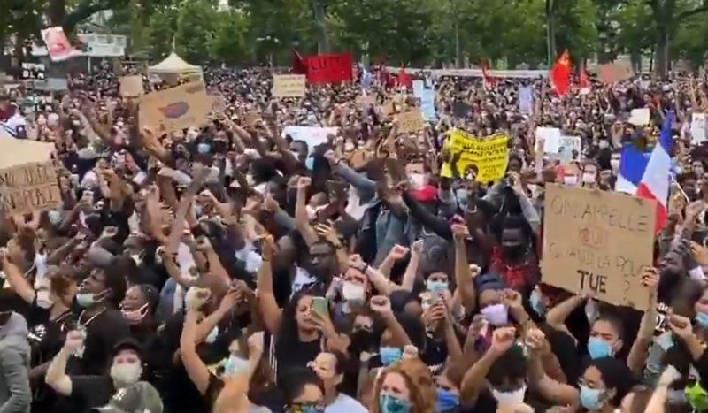 Plus de 100 000 manifestants Place de la République contre les #ViolencesPolicières et le #racisme.
