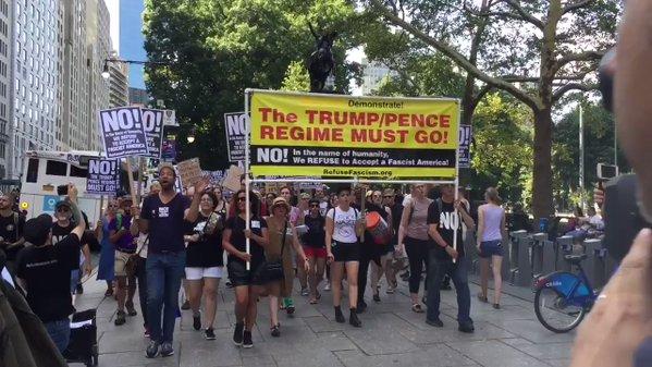 Le régime Macron interdit de manifester pour défendre son suzerain Trump et l'impérialisme raciste américain.