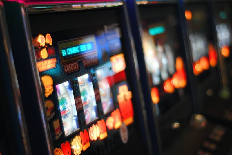 Espagne : les jeunes en proie à l'illusation capitaliste des jeux d'argent.