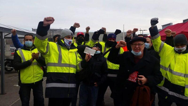General Electric en grève depuis 15 jours : le PRCF remet un chèque de solidarité.