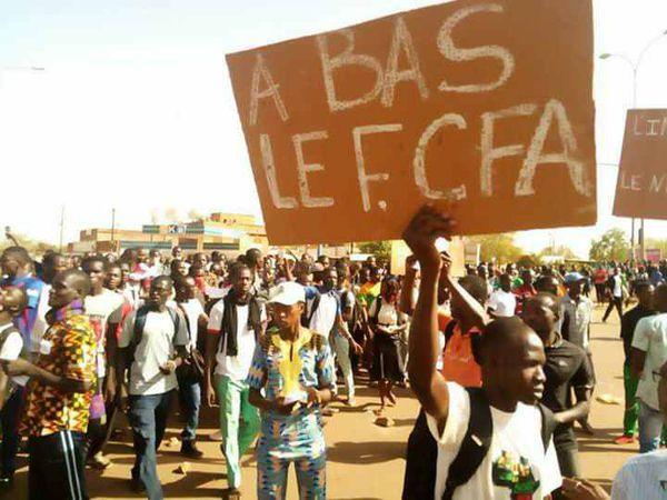 """""""Lutter de concert contre l'impérialisme français, ennemi des peuples d'Afrique et de France, contre tous les impérialismes, pour la paix, l'unité territoriale et la souveraineté des peuples d'Afrique, solidaires de tous les peuples libres d'Europe et du monde""""."""