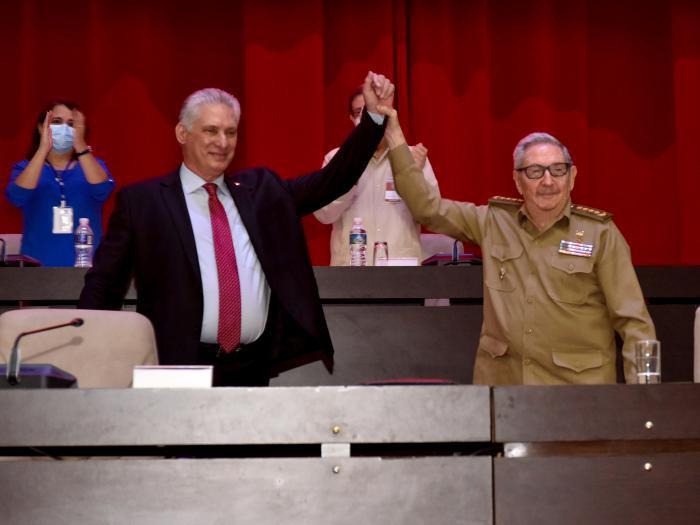 Au nom du PC de Cuba, Diaz Canel rend hommage à Raul et appelle à continuer l'œuvre humaniste de la révolution cubaine