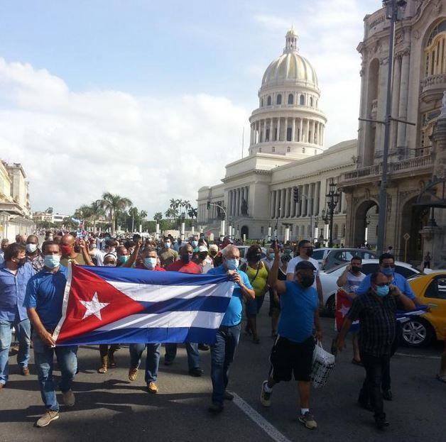 «Depuis 60 ans, les USA ont été très contrariés par l'exemple de la Révolution cubaine et ils ont constamment appliqué et intensifié un blocus injuste, criminel, cruel, encore durci à présent, dans des conditions de pandémie» Miguel Diaz Canel #LaCalleEsDeLosRevolucionarios #EliminaElBloqueo #CubaUnida